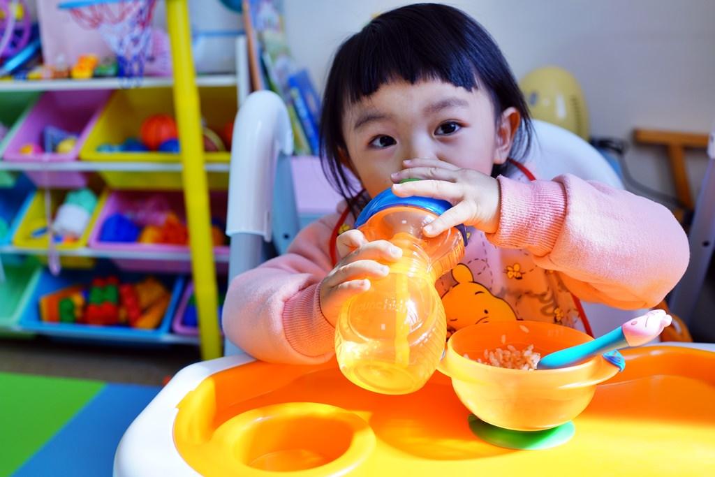 育兒好物│munchkin滿趣健 攜帶式兒童餐椅/360度不鏽鋼防漏杯/吸管防漏杯/吸盤碗/零食碗!